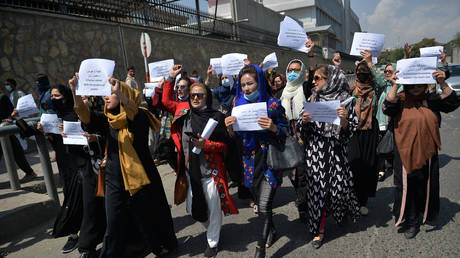 Women march for equal rights in Kabul, Afghanistan, September 3, 2021. © Hoshang Hashimi/AFP