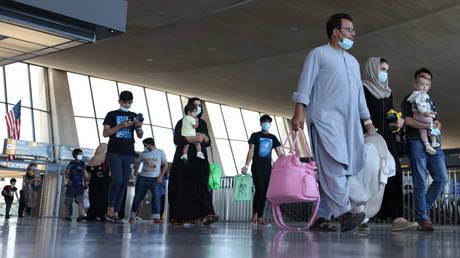 Afghan refugees arrive at Dulles International Airport in Virginia, September 2, 2021 © Reuters / Evelyn Hockstein