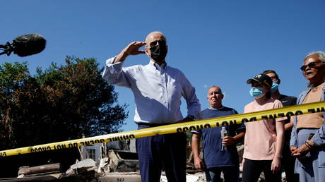 Joe Biden delivers remarks during his tour of a neighborhood affected by Hurricane Ida in Manville, New Jersey, September 7, 2021 © Reuters / Elizabeth Frantz