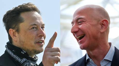 (Right) FILE PHOTO: Amazon founder and CEO Jeff Bezos © REUTERS/Lindsey Wasson (Left) Tesla CEO Elon Musk © Reuters/Patrick Pleul
