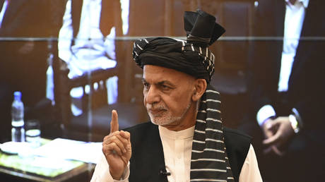 Afghanistan's President Ashraf Ghani gestures during a function at the Afghan presidential palace in Kabul on August 4, 2021 © SAJJAD HUSSAIN / AFP