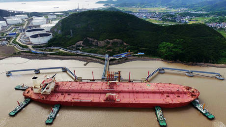 Oil tanker at a crude oil terminal in Ningbo Zhoushan port, China © Reuters