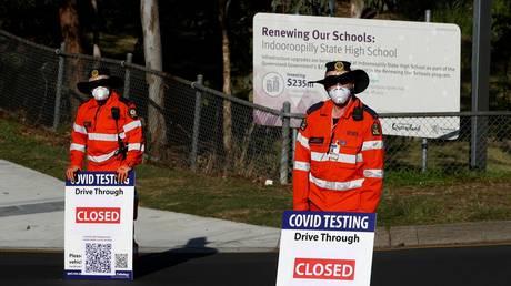 FILE PHOTO. A Covid-19 drive-through testing clinic in eastern Brisbane. ©Patrick HAMILTON / AFP