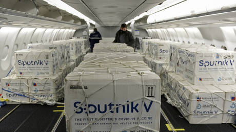 A shipment of the Sputnik V vaccine arrives in Buenos Aires, Argentina, May 2021. © Maria Eugenia Cerutti/Argentinian Presidency/AFP