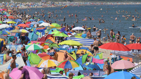 People crowd the beach at Zinnowitz on the island of Usedom in the Baltic Sea, northern Germany © AFP / DPA / Stefan Sauer