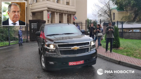 Car of the US Ambassador to Moscow, John Sullivan. © RIA; (inset) Russian Foreign Minister Sergey Lavrov. © Sputnik