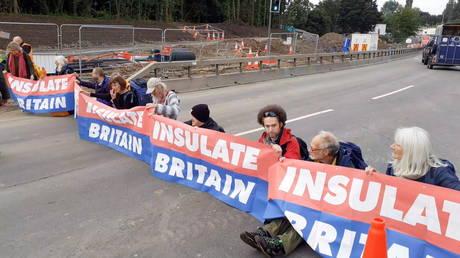 Members of Insulate Britain protest on M25 Motorway, Britain September 15, 2021 © Reuters
