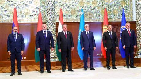 (L) Armenia's Prime Minister Nikol Pashinyan, Belarus' President Alexander Lukashenko, Tajikistan's President Emomali Rahmon, Kazakhstan's President Kassym-Jomart Tokayev, Kyrgyzstan's President Sadyr Zhaparov, and CSTO Secretary General Stanislav Zas. © Sputnik