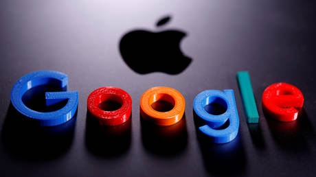 A 3D printed Google logo is placed on the Apple Macbook in this illustration taken April 12, 2020. © REUTERS/Dado Ruvic