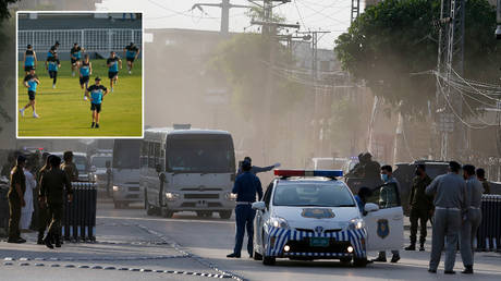New Zealand cricketers were given a sizeable security presence in Pakistan © Anjum Naveed / AP