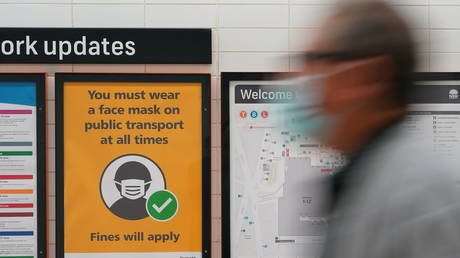 A sign at Central Station notes the implementation of new public health regulations from the state of New South Wales, as the city grapples with an outbreak of the coronavirus disease (COVID-19) in Sydney, Australia, June 23, 2021. © REUTERS/Loren Elliott