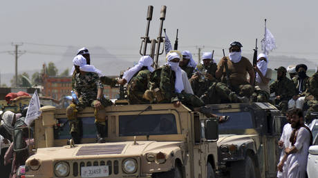 Taliban fighters atop Humvee vehicles parade along a road to celebrate after the US pulled all its troops out of Afghanistan, in Kandahar on September 1, 2021 following the Taliban's military takeover of the country. © JAVED TANVEER / AFP