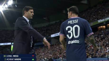 PSG manager Mauricio Pochettino replaced Lionel Messi with around 15 minutes to go. © Twitter