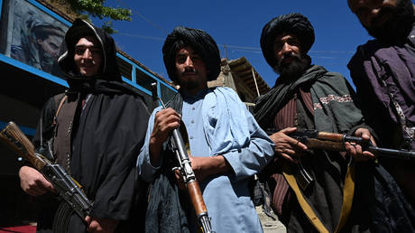 Taliban fighters in Khenj district, Panjshir Province on September 15, 2021. © AFP / Wakil Kohsar