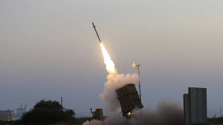 FILE PHOTO: An Iron Dome air defense system fires to intercept a rocket from the Gaza Strip in the costal city of Ashkelon, Israel, July 5, 2014 © AP / Tsafrir Abayov