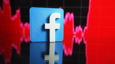 Reflected Facebook logo and a graph are pictured in this illustrative photo. July 29, 2021. © Getty Images / NurPhoto
