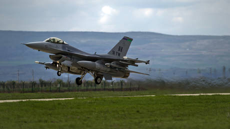 FILE PHOTO. US F16 fighter jet takes off from a Romanian air base in Campia Turzii, Romania. © AP Photo/Vadim Ghirda