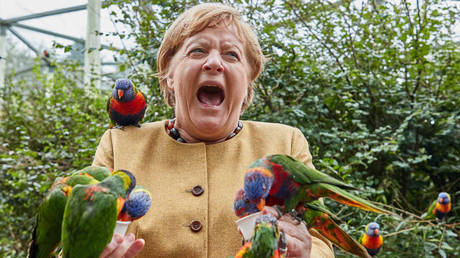 Angela Merkel, German Chancellor, feeds Australian lorises at Marlow Bird Park, 23 September 2021,Marlow, Germany. © Getty Images / Georg Wendt