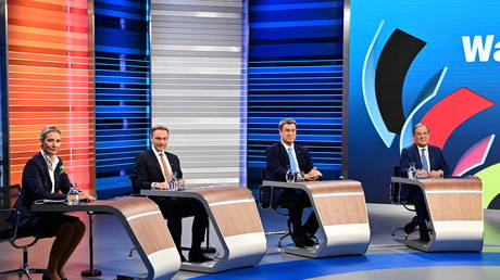FILE PHOTO: Candidates for the general election Alice Weidel (AfD), Christian Lindner (FDP), Markus Soeder (CSU) and Armin Laschet (CDU) attend a final televised debate ahead of the election in Berlin, Germany September 23, 2021. © REUTERS/ Tobias Schwarz