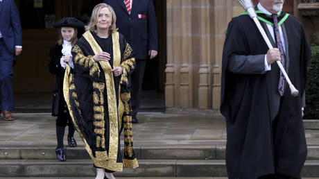 Defiant Clinton tells Twitter to call her 'Madam Chancellor,' as fans fantasize on her being POTUS & critics call her 'Palpatine'