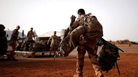 FILE PHOTO: A French soldier during the Operation Barkhane in Gao, Mali, August 1, 2019 © REUTERS/Benoit Tessier