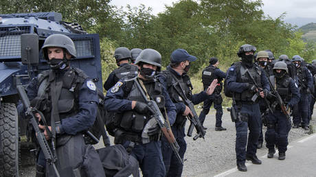 Kosovo police officers near a border crossing in Jarinje, September 21, 2021. © Marjan Vucetic / AP