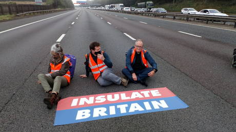 Members of Insulate Britain protest on M25 Motorway, Britain September 15, 2021. © Insulate Britain/Handout via REUTERS