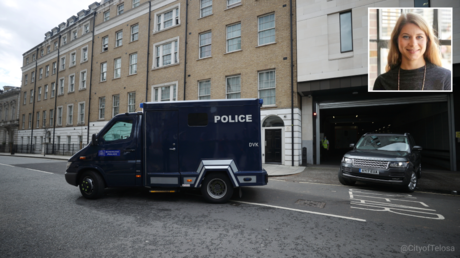 FILE PHOTO. A police van believed to be carrying British Police Officer Wayne Couzens who is charged with the murder and kidnap of 33-year-old Sarah Everard leaves the Westminster Magistrates Court in London, Britain. © Reuters / Hannah McKay; (inset) Sarah Everard. © Wikipedia
