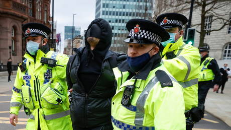 FILE PHOTO: Police officers detain a demonstrator during a protest against a new proposed policing bill in Manchester, Britain, March 27, 2021 © Reuters / Phil Noble