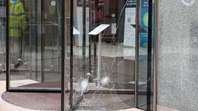 XR activists use HAMMERS & CHISELS to break glass at JP Morgan offices during fossil-fuel protest in London (VIDEO)