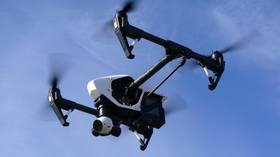 """Dronă zburătoare pentru a verifica """"automat"""" temperaturile turiștilor pe plaja italiană în caz de Covid și alte situații de urgență"""
