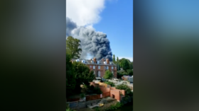 Explosions and MASSIVE INDUSTRIAL FIRE in Kidderminster, England (VIDEOS)
