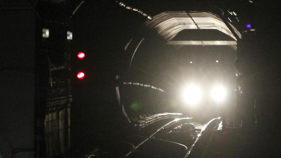 Washington, DC metro train DERAILS in tunnel, major line shut down during rush hour