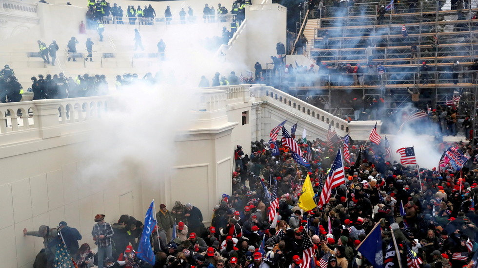 Capitol Police officer charged with obstruction of justice for telling January 6 protester to delete incriminating Facebook posts