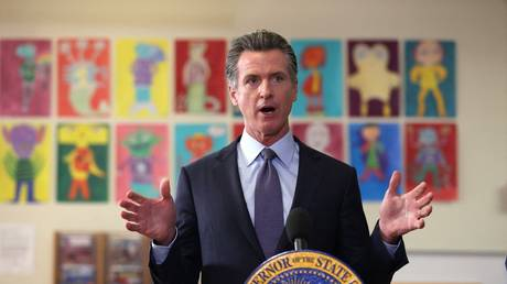 Gavin Newsom speaks during a news conference after meeting with students at James Denman Middle School in San Francisco, California, October 1, 2021 © AFP / Justin Sullivan