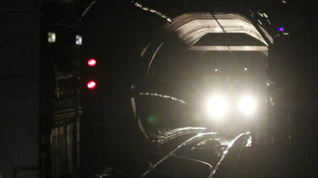 , Washington, DC metro train DERAILS in tunnel, major line shut down during rush hour,