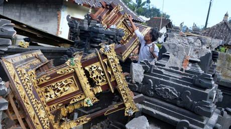 At least 3 killed as 4.8 magnitude earthquake hits Indonesia