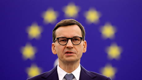 Polish Prime Minister Mateusz Morawiecki delivers a speech during a debate on Poland's challenge to the supremacy of EU laws at the European Parliament in Strasbourg, France October 19, 2021. © Ronald Wittek / Pool via REUTERS