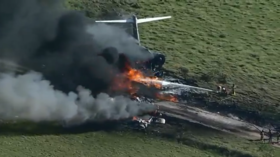 21 passengers & crew miraculously survive after plane crashes and bursts into flames near Houston, Texas (VIDEOS)