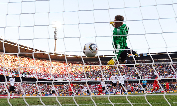 Germany's goalkeeper Manuel Neuer eyes the ball shot by England midfielder Frank Lampard before the goal was disallowed during the 2010 World Cup knockout stage (AFP Photo / Jewel Samad)