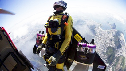 Sky's not the limit: World's first 'Jetman' flies over Dubai desert (VIDEO)