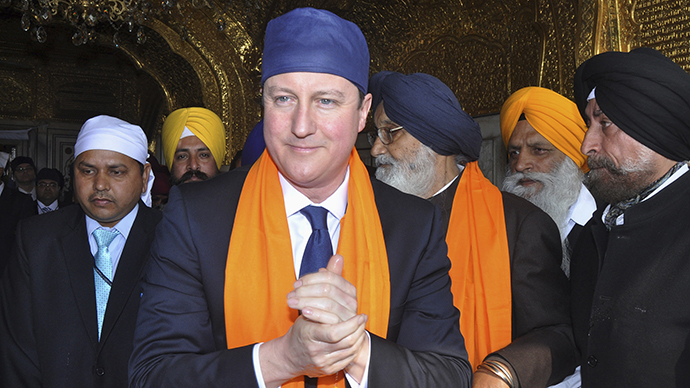 Britain's Prime Minister David Cameron visits the holy Sikh shrine of Golden temple in Amritsar February 20, 2013. (Reuters / Munish Sharma)