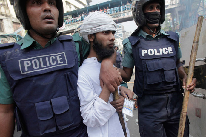 Police arrest an activist from one of the 12 Islamist parties involved in a clash in Dhaka February 22, 2013.(Reuters / Andrew Biraj)