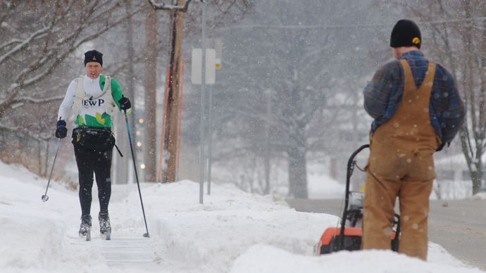 Shawn Noble skis to work after a winter storm left more than six inches of snow on February 22, 2013 in Iowa City, Iowa (David Greedy / Getty Images / AFP)