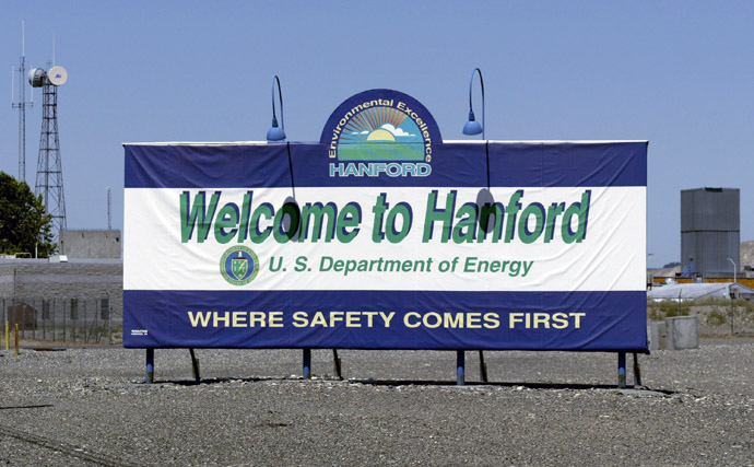 A sign is seen as you enter the world's largest environmental cleanup project at the Hanford Nuclear Reservation 30 June, 2005 near Richland, Washington. ( Jeff T. Green/Getty Images/AFP)