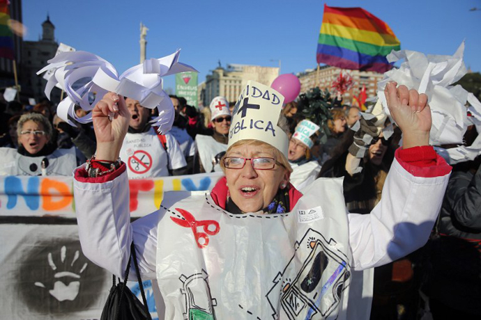 Health public workers stage a protest against government austerity on February 23, 2013 in Madrid. (AFP Photo / Cesar Manso)