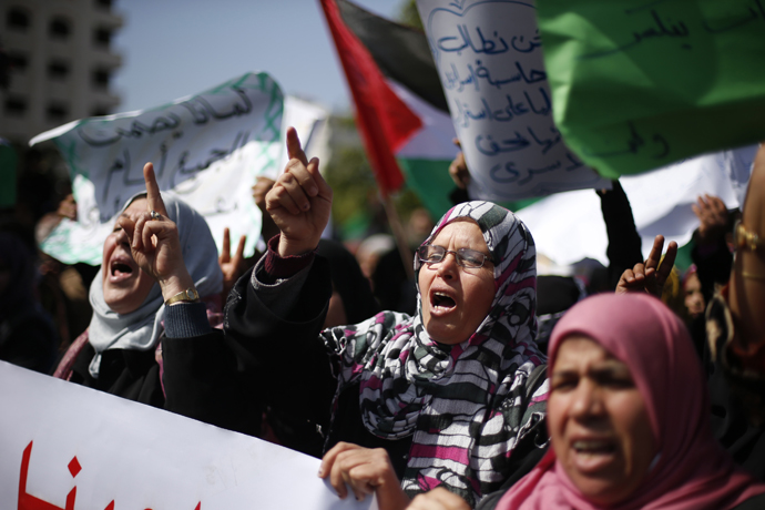 Palestinian women take part in a protest against the death of a Palestinian detainee in an Israeli jail, in Gaza City February 24, 2013. (Reuters / Suhaib Salem)