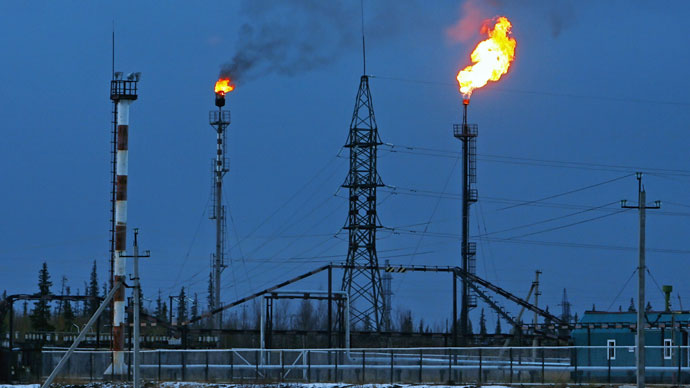 Russia hits a 25-year record for daily oil extraction in June