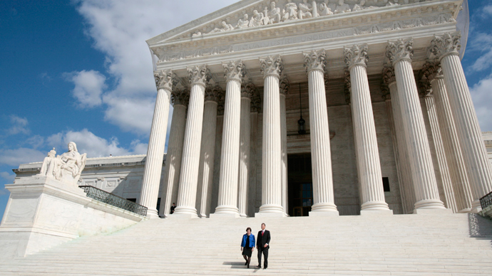Supreme Court strikes down limits on overall campaign contributions