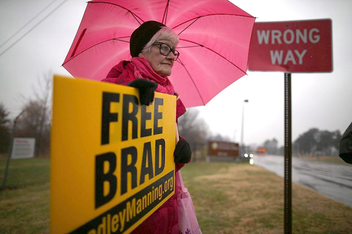 Danielle Green from the Bradley Manning Support Group, holds a sign during a rally at the entrance to Fort George G. Meade on November 27, 2012. (AFP Photo / Mark Wilson)